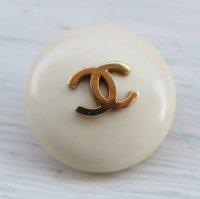 964-1 CHANEL(ヴィンテージ シャネル)COCOマーク ボタン ホワイト
