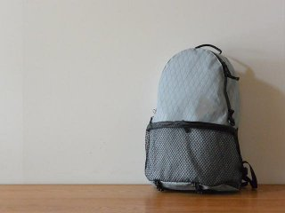 and wander アンド ワンダー / X-Pac 20L daypack gray