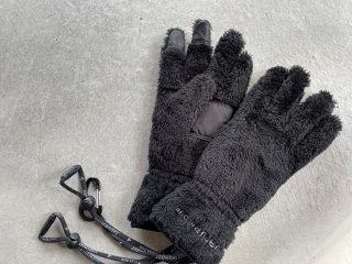 and wander アンドワンダー / high loft fleece glove black