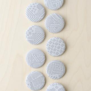 福田利之さんイラスト 福島の刺子織 ブローチ(オフホワイト)