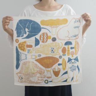 福田利之さんイラスト 正方形のダブルガーゼ Mサイズ 猫とキノコ(オレンジ)