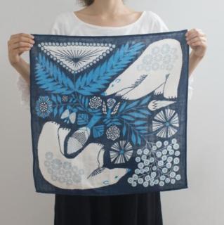 福田利之さんイラスト 正方形のダブルガーゼ Mサイズ 白熊と植物(紺)